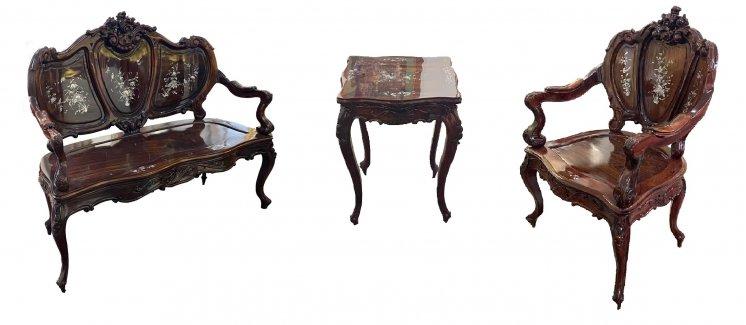 Набор мебели: Софа, стул, столик.